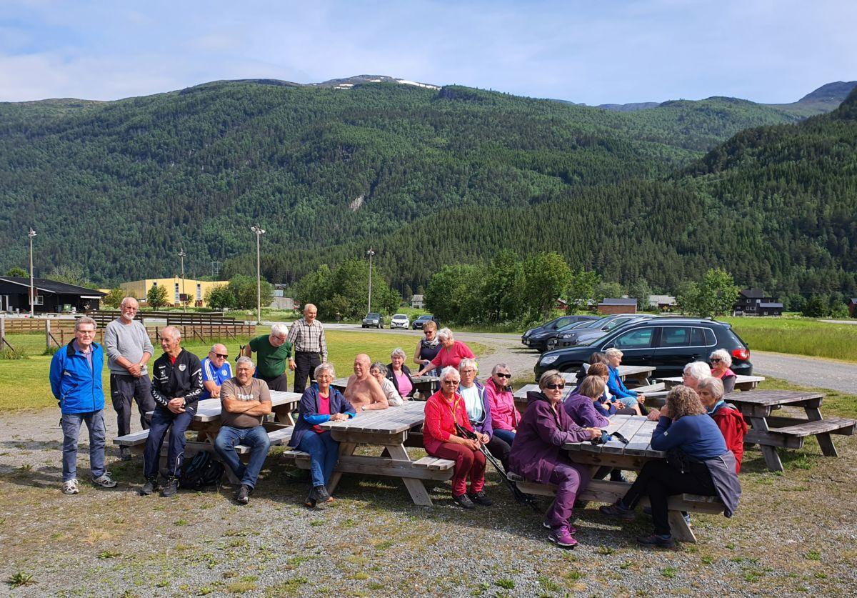 Stavgang i Todalen, heile gjengen på Bordholmen. Foto: BG Ansnes
