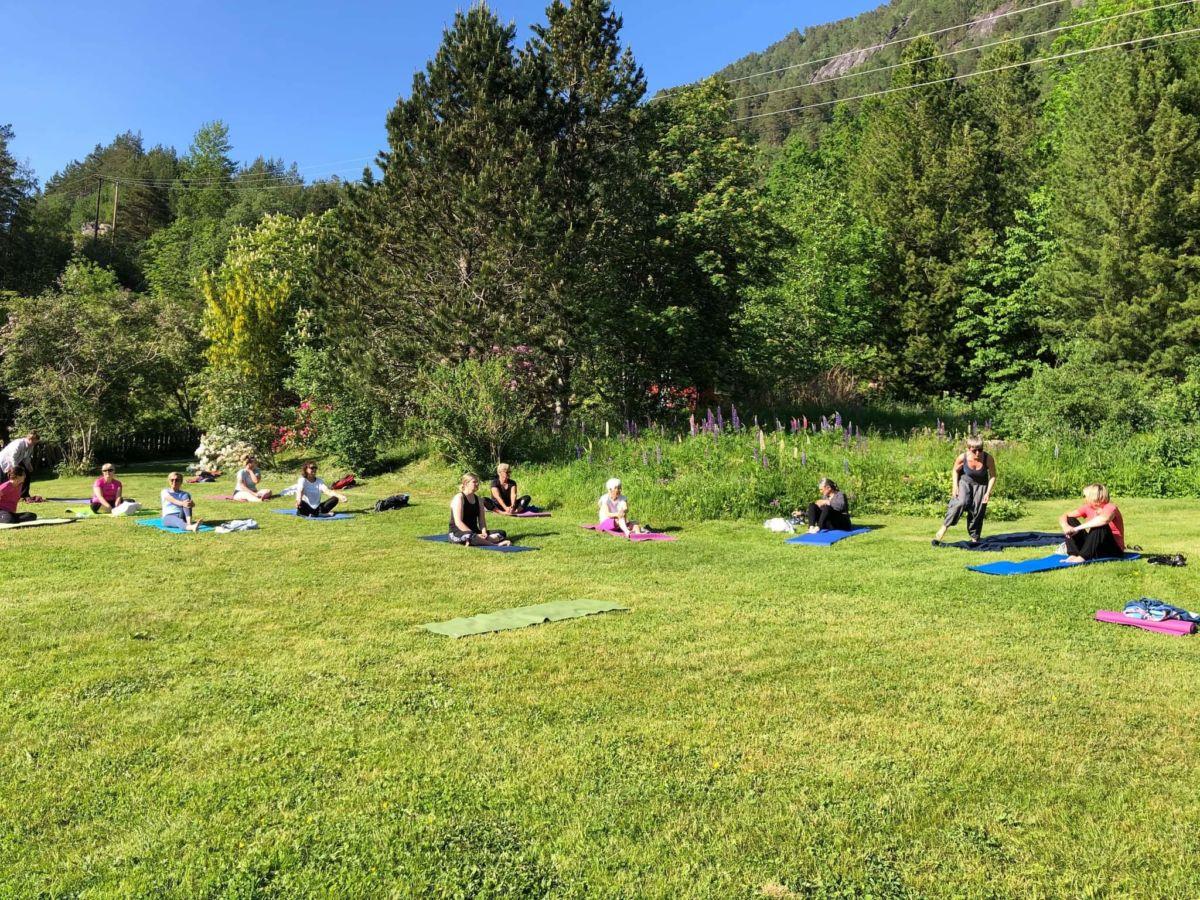 Atleta og Svinviks arboret med tilbod om Yoga. Foto: Ann K. N. Bruset