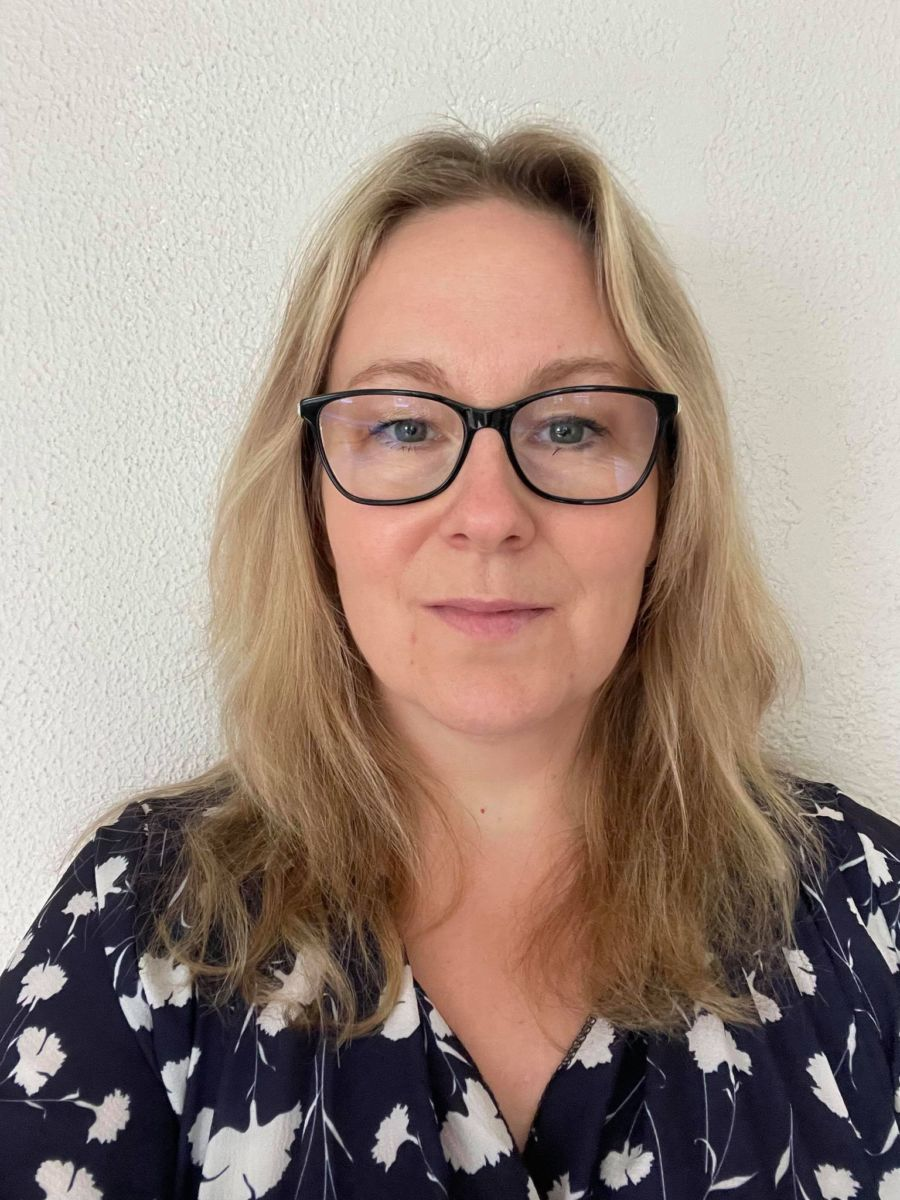 Kathrine Mauseth, nytilsett dagleg leiar i Sparebankstiftelsen Surnadal Sparebank. Foto: Mari Vattøy