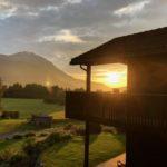Solnedgang i Todalens fineste villastrøk