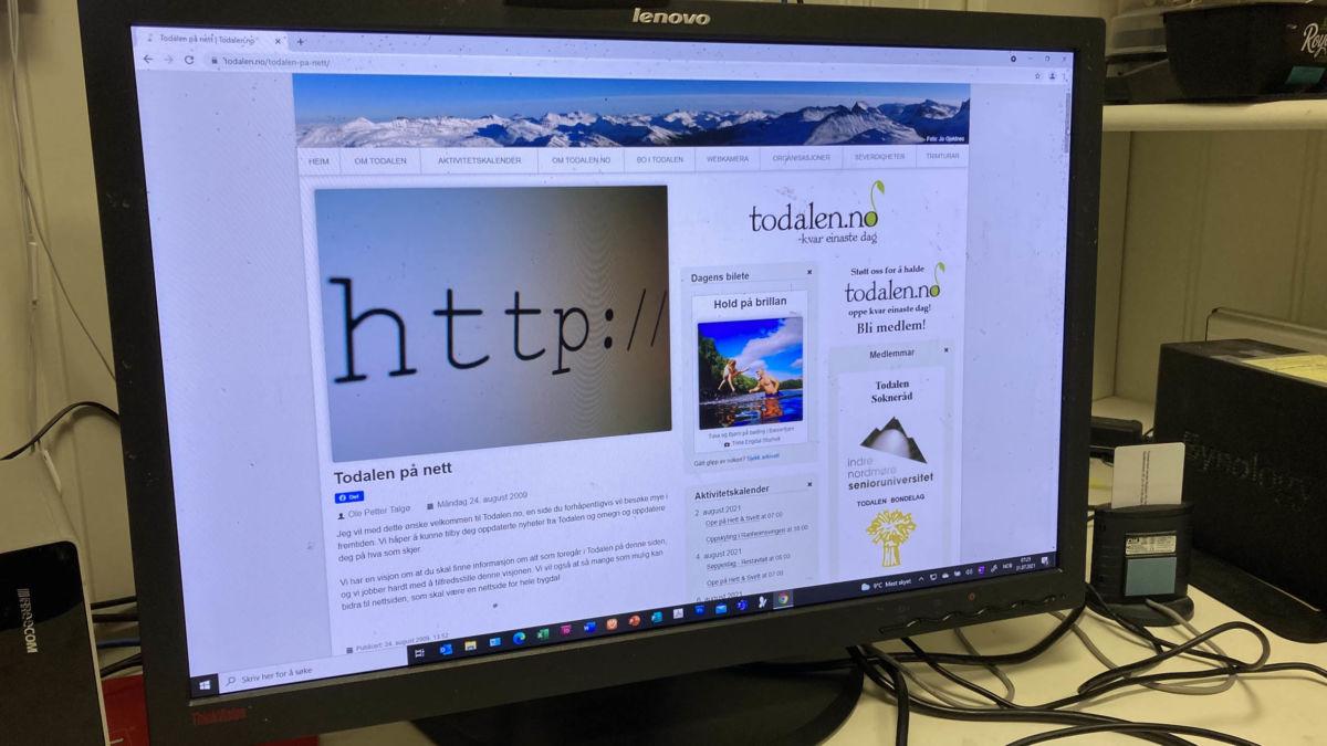 Endeleg - 24. august var det klart for å distribueere den første saka.  Ole Petter var ferdig v.1 av Todalen.no's bloggside.