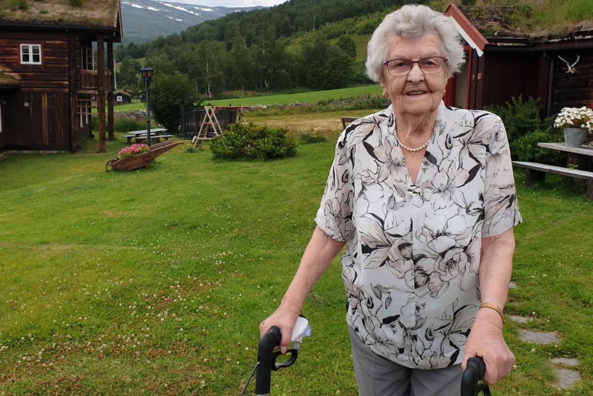 I sommar var Jenny på Oppdalstur - her er ho i Storlidalen. Laurdag er ho klar for feiring på heimebane - i Todalen Ungdomshus.  Foto:JS